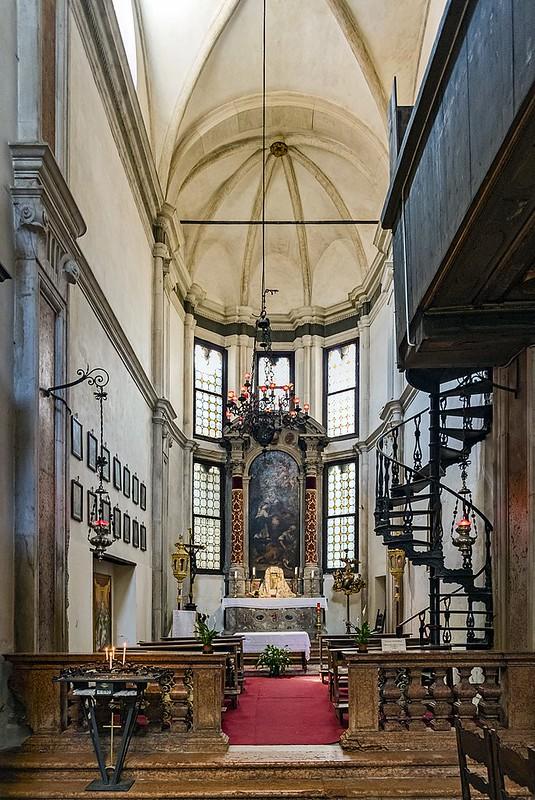 800px-Santa_Maria_dei_Carmini_(Venice)_-_Left_apse_chapel