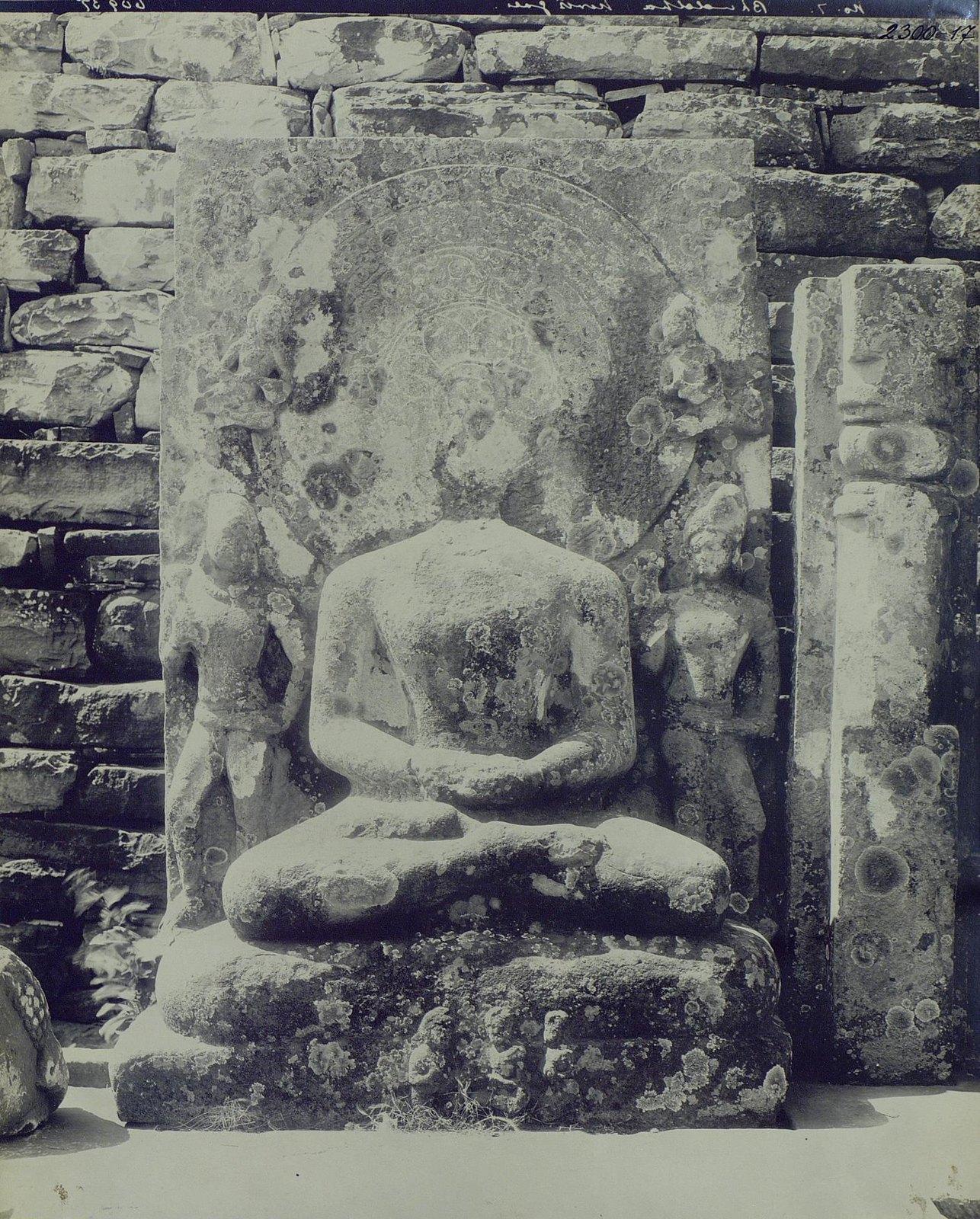 Статуя Будды в позе созерцания (6)