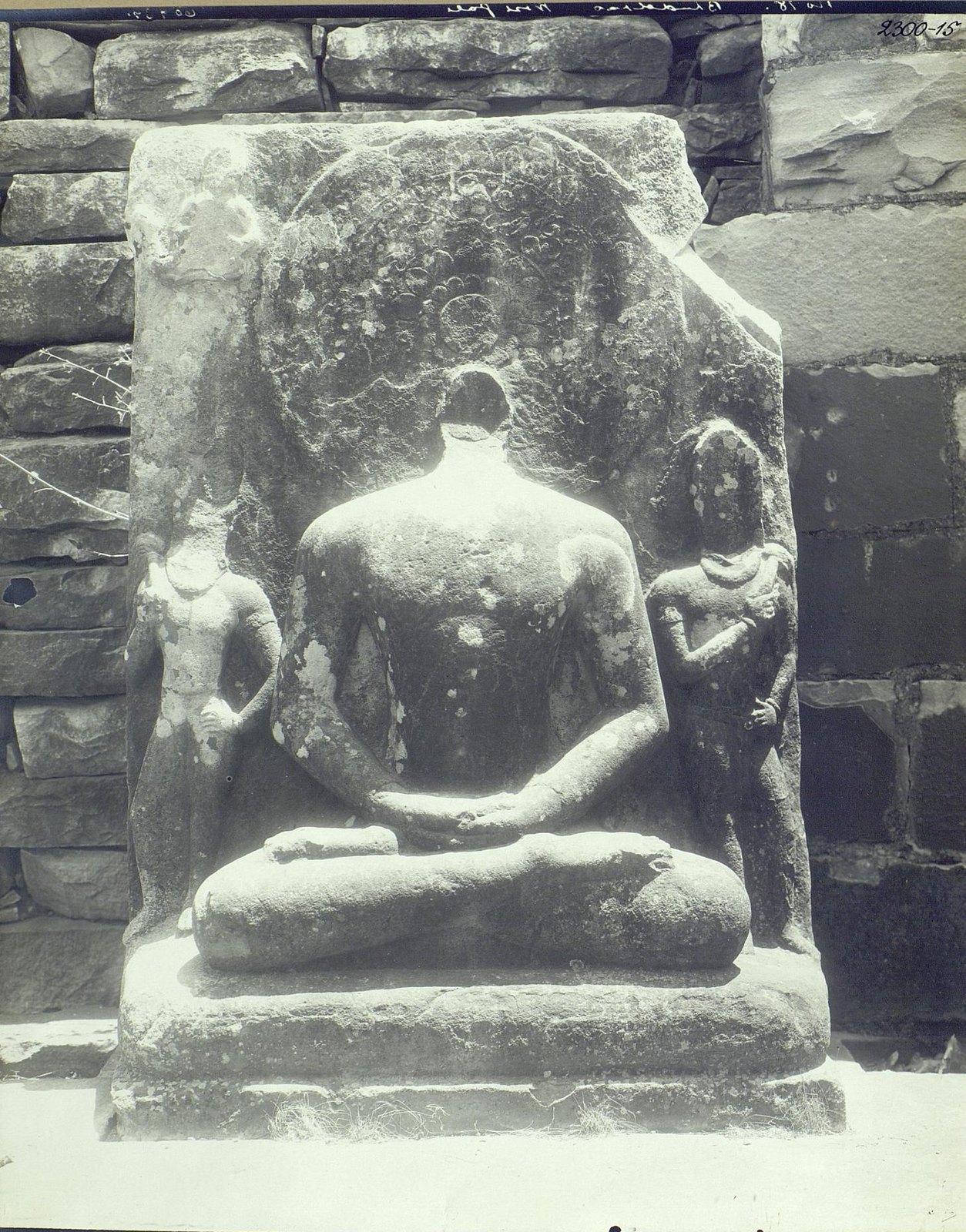 Статуя Будды в позе созерцания (3)