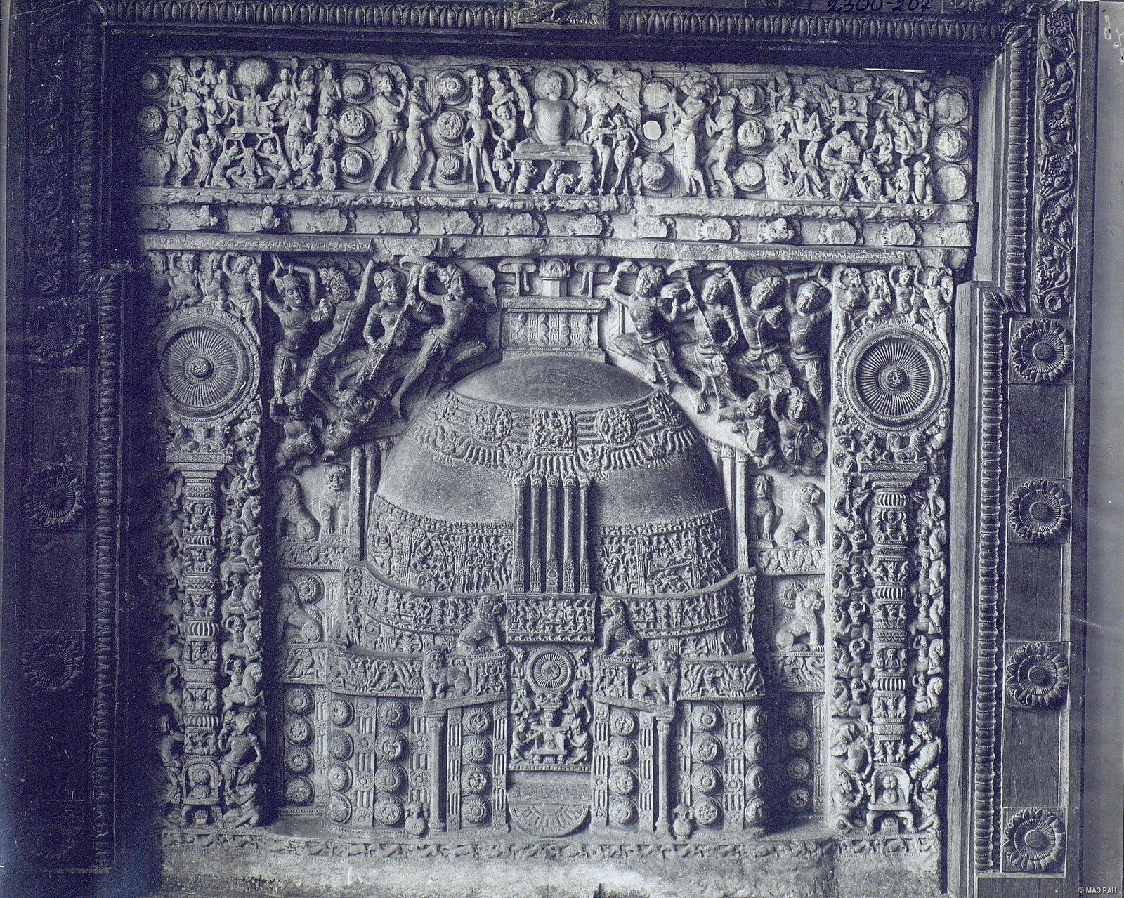 Рельеф с изображением ступы.