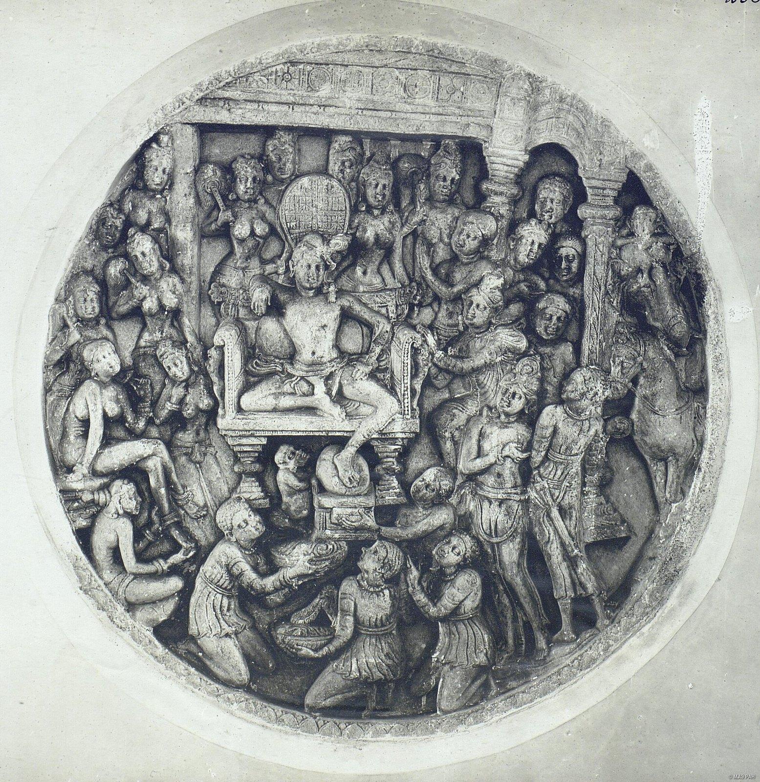Рельеф с изображением Будды1