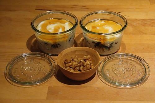 Overnight Oats mit Trockenpflaumen, Honig und Walnusskrokant (am Vorabend)