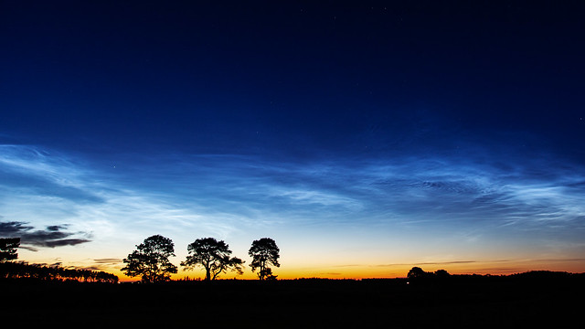 Noctilucent Clouds 2020 May 31 - 00:56 UT