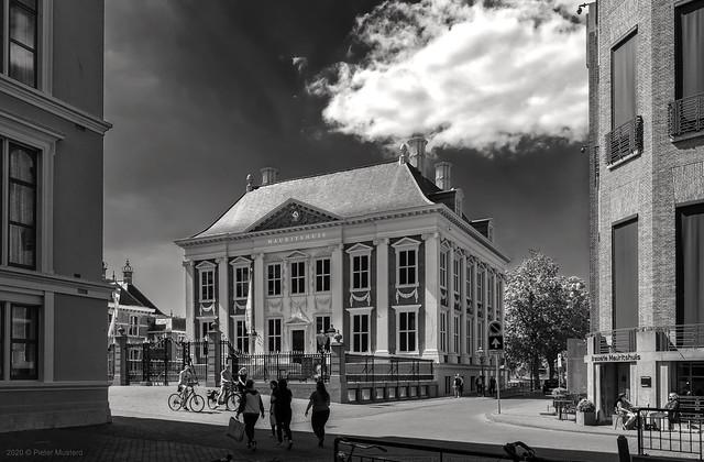 Mauritshuis met Wolk