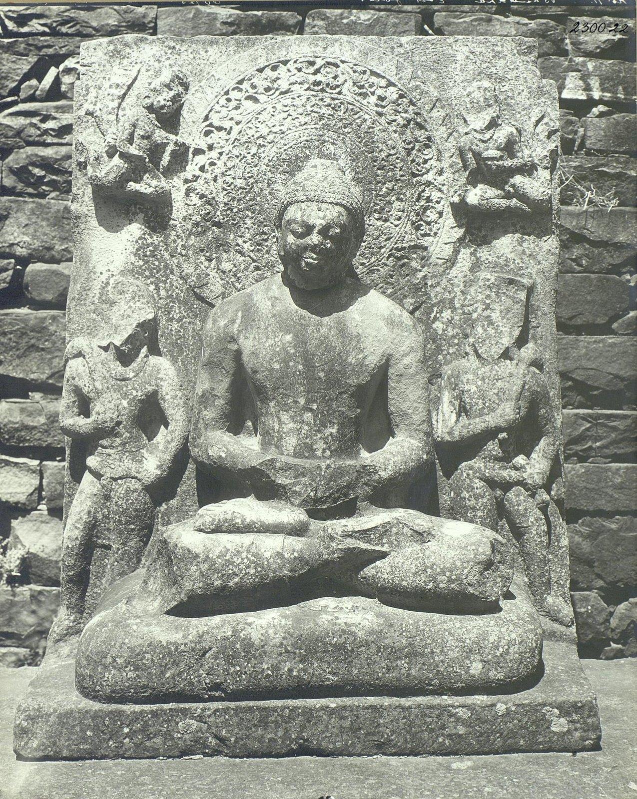 Статуя Будды в позе созерцания (1)