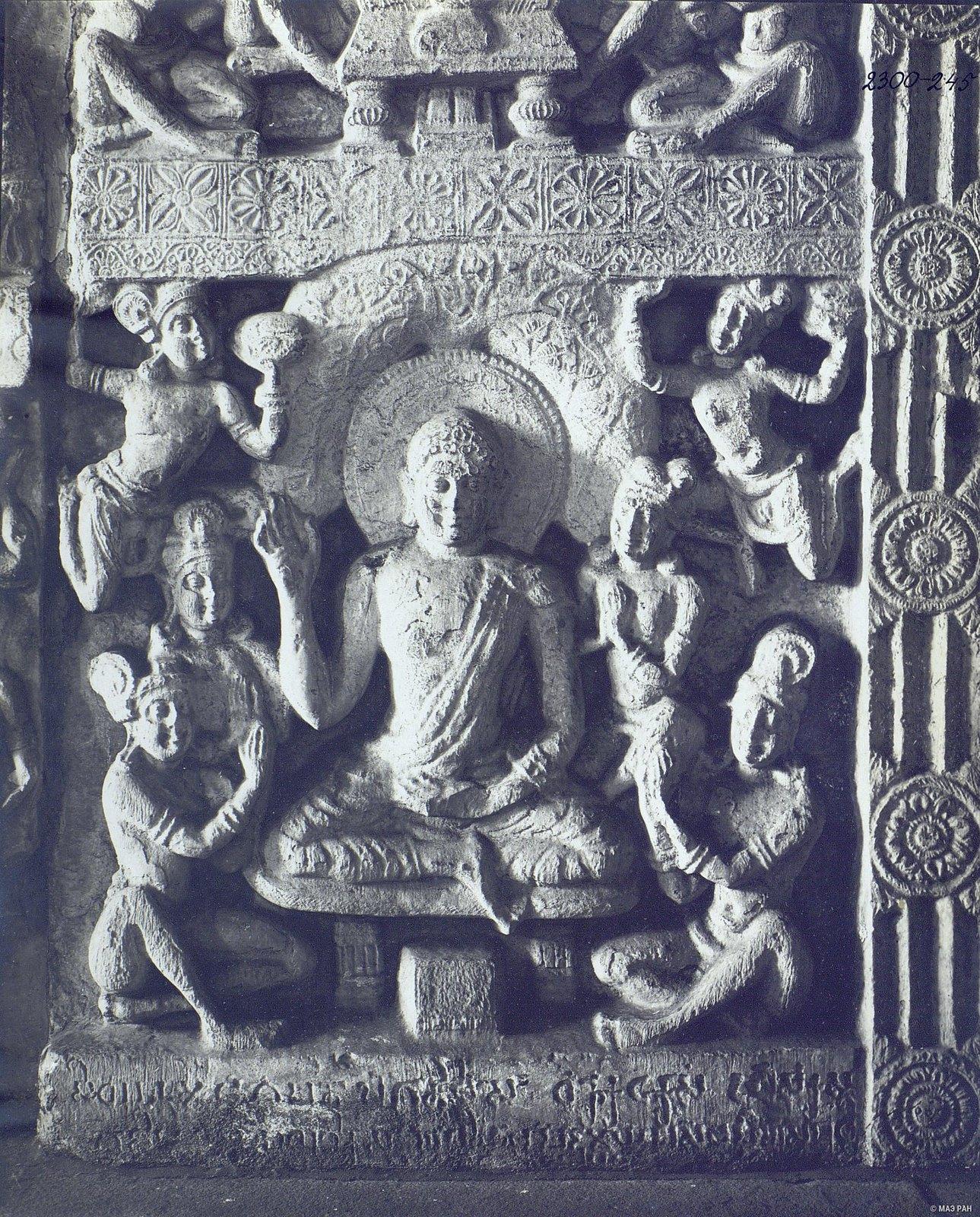 Рельеф с изображением Будды.
