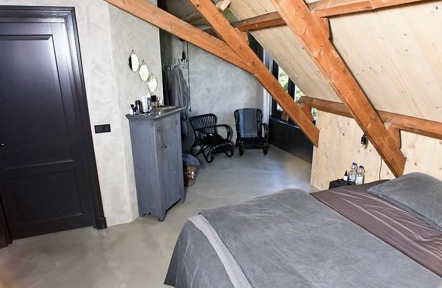 Gietvloer slaapkamer landelijk stoer