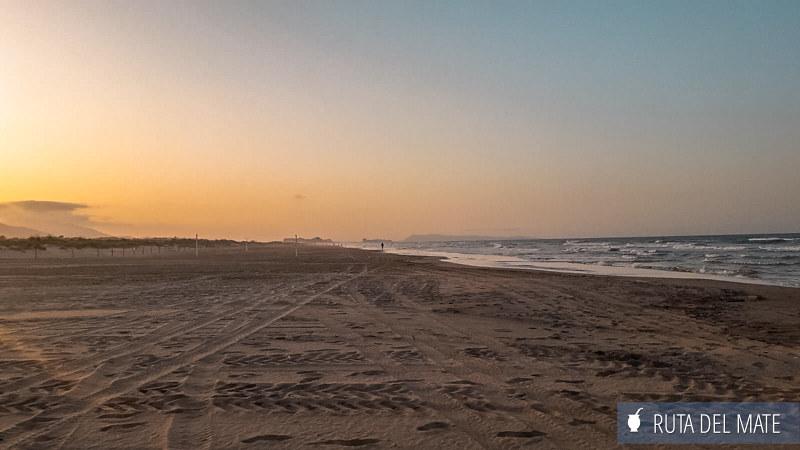 Playa de L'Ahuir en Gandía al atardecer