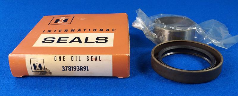 RD27200 Vintage International Harvester Front Main Seal Kit with Crankshaft Sleeve 378193R91 DSC06544