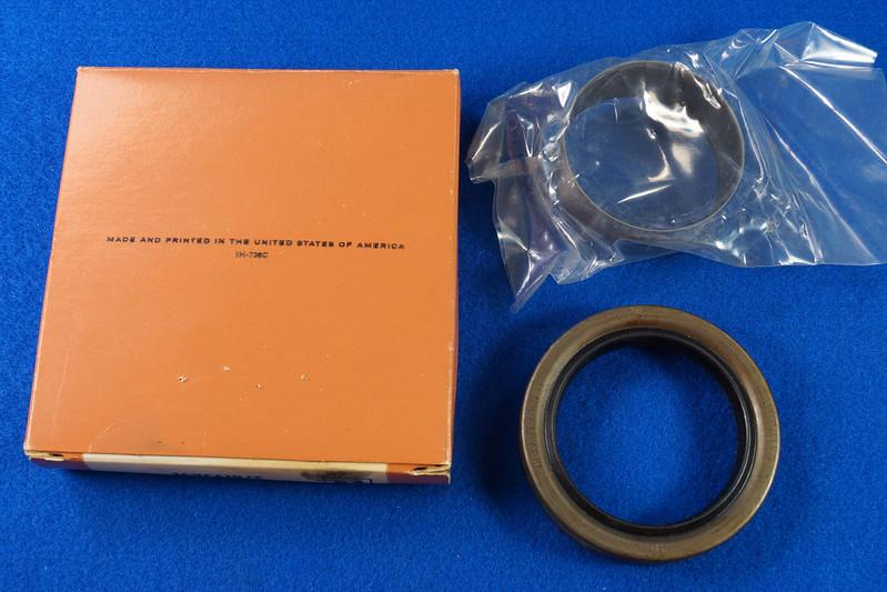 RD27200 Vintage International Harvester Front Main Seal Kit with Crankshaft Sleeve 378193R91 DSC06545