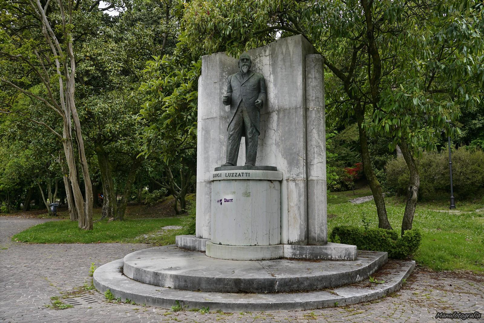 Parco Ca' Diedo. - Statua di Luigi Luzzatti