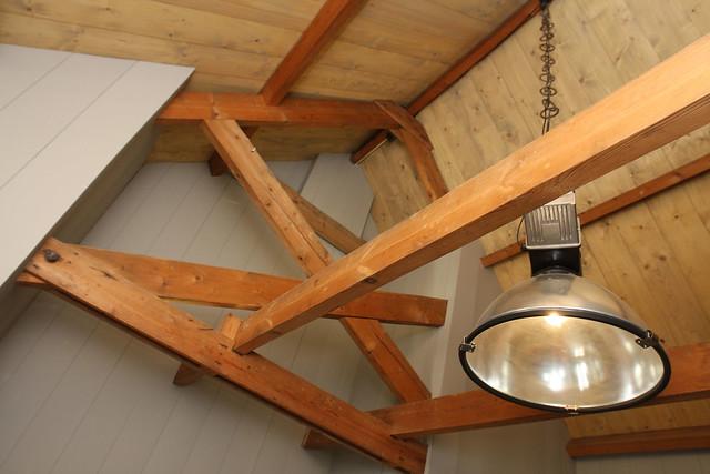 Stoere hanglamp balkenplafond