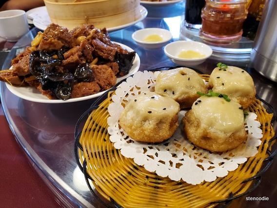 Pan Fried Juicy Bun/Curry Beef