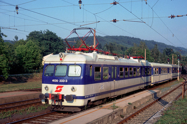 OeBB 4030 233 leaves Poertschach am Woerthersee for Kagenfurt, October 1994