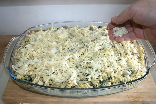 44 - Mit Mozzarella & Parmesan bestreuen / Dredge with mozzarella & parmesan