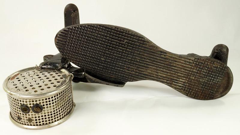RD26450 Antique Cast Iron Foot Control Pedal Lathe Drill Tool Sewing Machine Rheostat DSC06729