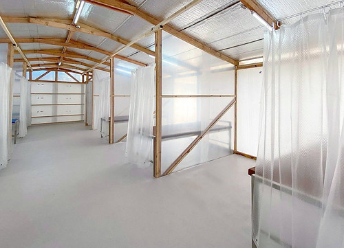 WTA Architecture + Design Studio 設計的 EQF緊急隔離設施內部
