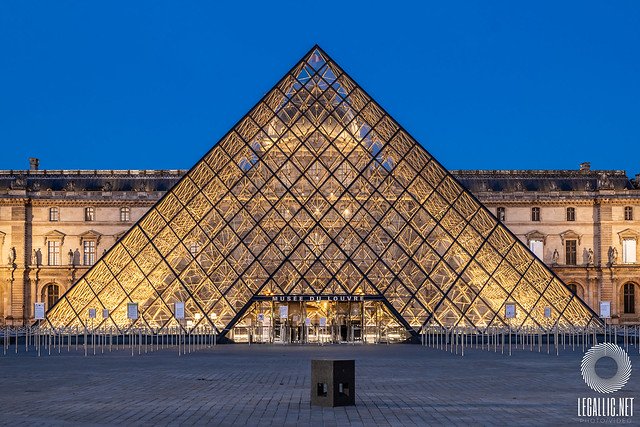 Pyramide du Louvre - Paris - France