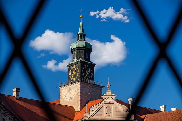 Uhrturm im Kaiserhof der Residenz