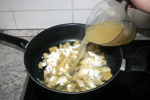 21 - Mit Hühnerbrühe ablöschen / Deglaze with chicken broth