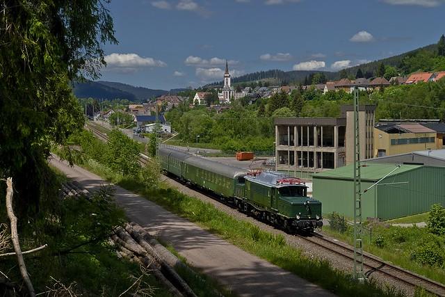 Elektrische Zugförderung auf neuen Wegen ...