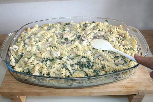 43 - Nudeln glatt streichen / Flatten noodles