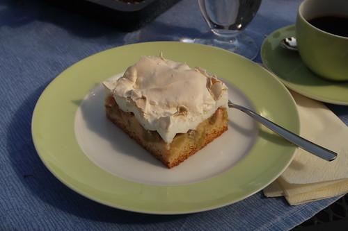 Rhabarberkuchen mit Baiserhaube (mein erstes Stück)