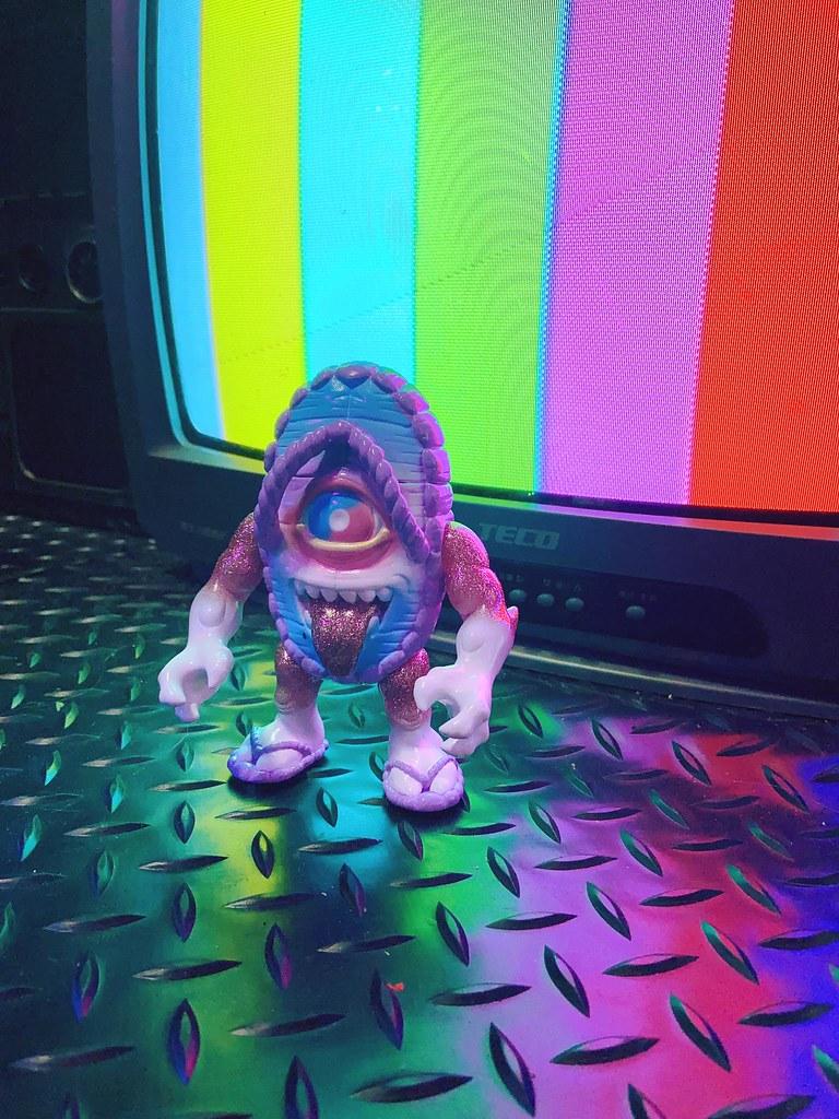 DemonCraft × GSToy × Newss【根性王 - 草鞋妖怪 (紐斯斯配色)】魔幻現身! 妖怪&美少女主題《玩具少女》寫真同步登場~