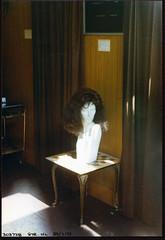 Head in Shop, Streatham High Rd, Streatham, 1990 TQ3072-009