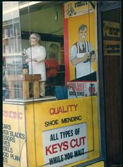 Cobbler, Streatham High Rd, Streatham, 1990 TQ3072-006