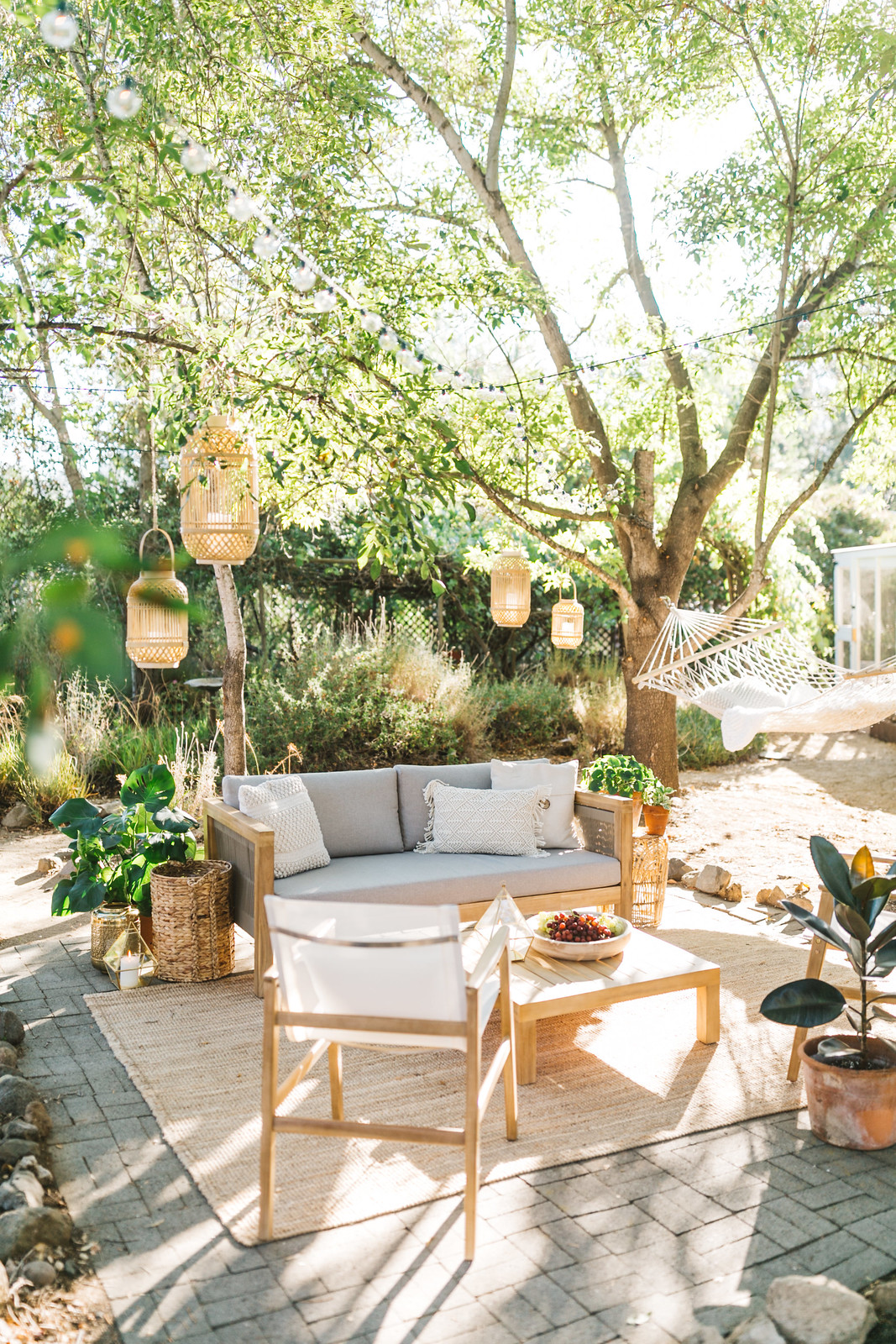 Outdoor Patio Ideas | Outdoor Decor | Outdoor Oasis Backyard | Super Chic Backyard Ideas | Outdoor Space Inspiration | Dream Backyard | 5 Tips for Creating a Cozy Outdoor Oasis at Your Home | Backyards that Inspire Me | Terrace | Porch | Patio Renovation | Patio Remodel | Best Decorated Small Backyards on Pinterest | Boho Patio Inspiration | Outdoor Furniture Inspiration | Cozy Neutral Outdoor Decor