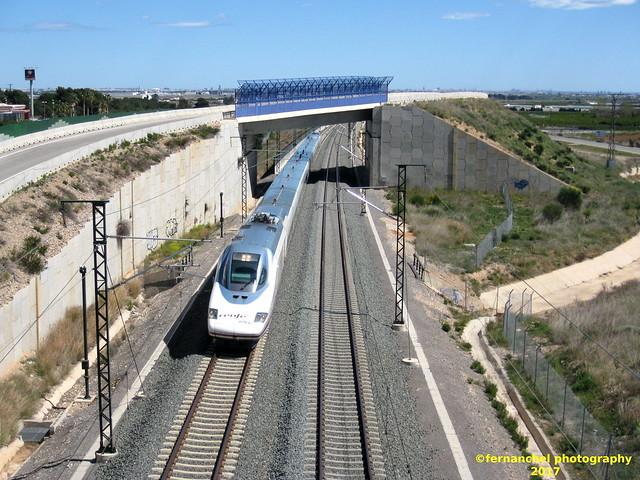 Tren AVE de Renfe S112 (Valencia-Madrid) a su paso por CHIVA (Valencia)