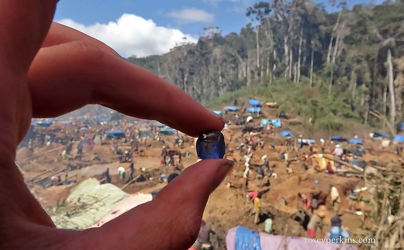 Sapphire_at_Rush_Site_near_Ambatondrazaka,_Madagascar._October_2016