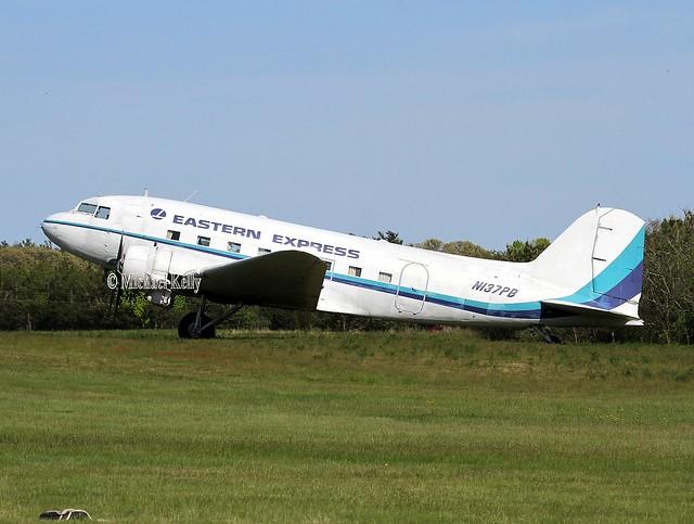Eastern Express                                        Douglas DC-3                                          N137PB