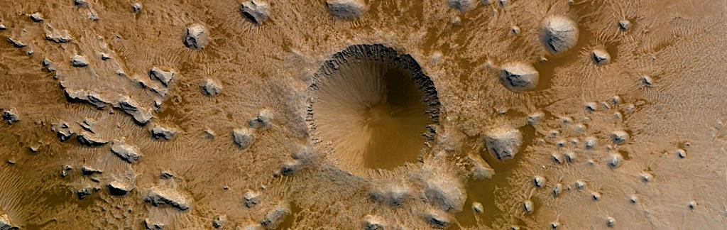 Mars - Coimbra Crater Interior Layering (diameter 34km)