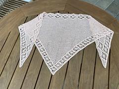 フラワー模様の三角ショール