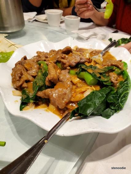 Stir fried beef rice noodles
