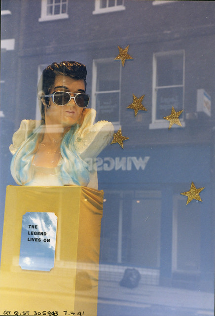 Elvis, Great Queen St Holborn, 1991 TQ3081-043
