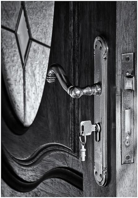 Puerta (Door)