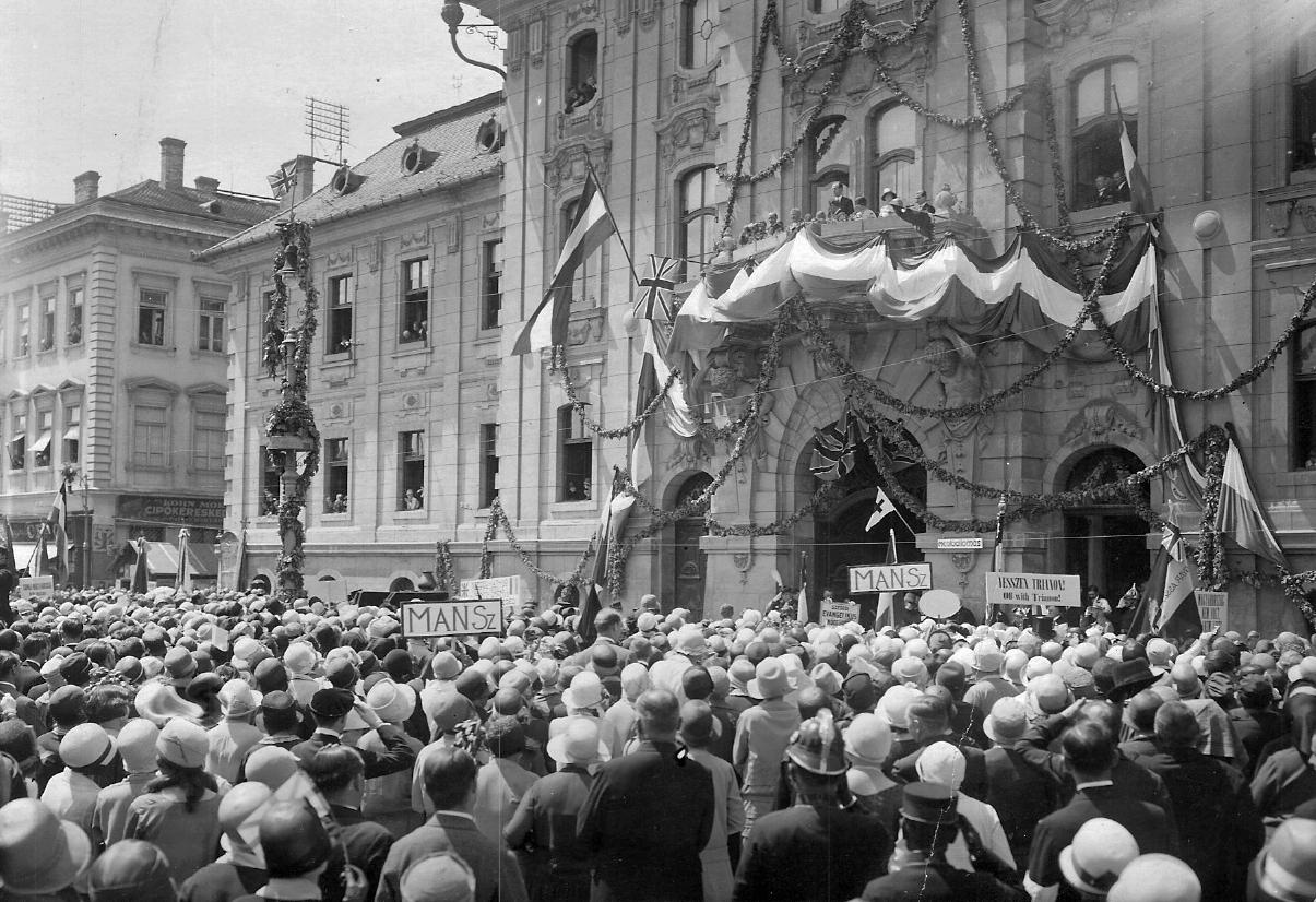 Egy percre leáll a szegedi közösségi közlekedés Trianon századik évfordulóján