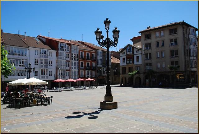 Plaza en Reinosa (Cantabria, España, 1-7-2011)