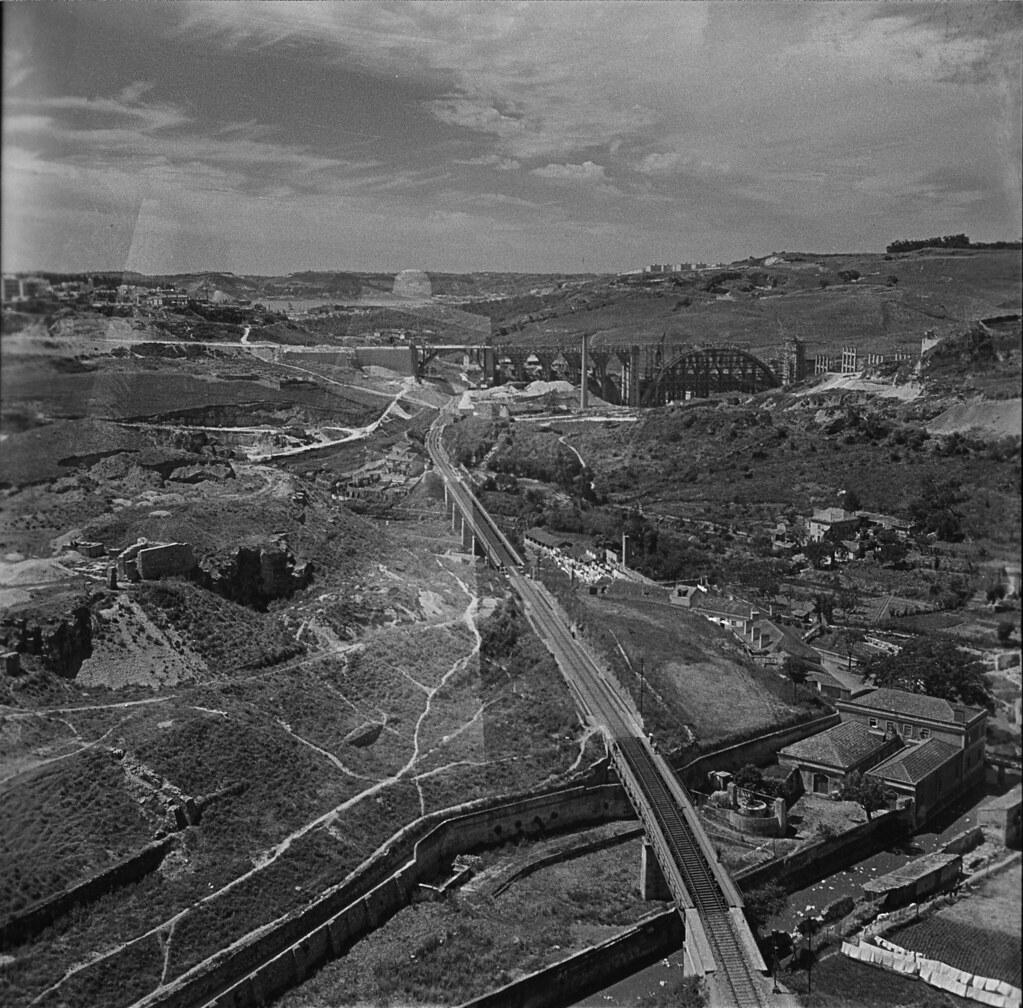 Vale da Ribeira de Alcântara tirado do aqueducto (M. Novais, c. 1940)