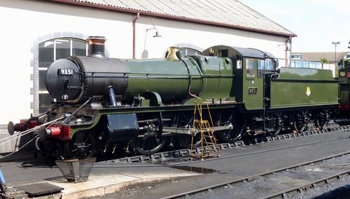 9351 'Great Western Railway' (GWR inspired)  2-6-0 Mogul /1 on Dennis Basford's railsroadsrunways.blogspot.co.uk'