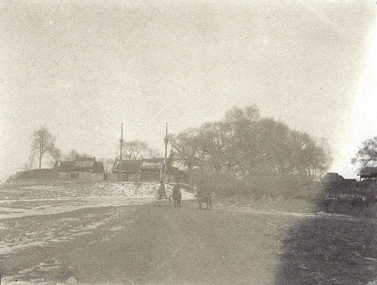 11. «Кумирня» по пути из города Талад-Жоу в город Ши-Си-Дян-Дза. Ноябрь 1900