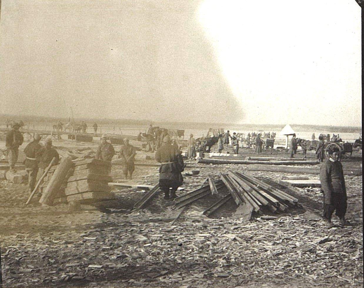 04. Переход по временному мосту через реку Ля-Лин-Хэ. Ноябрь 1900