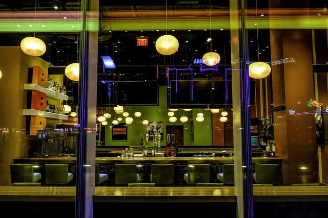 02469376423119899-125-20-06-Empty Diner on The Las Vegas Strip-1