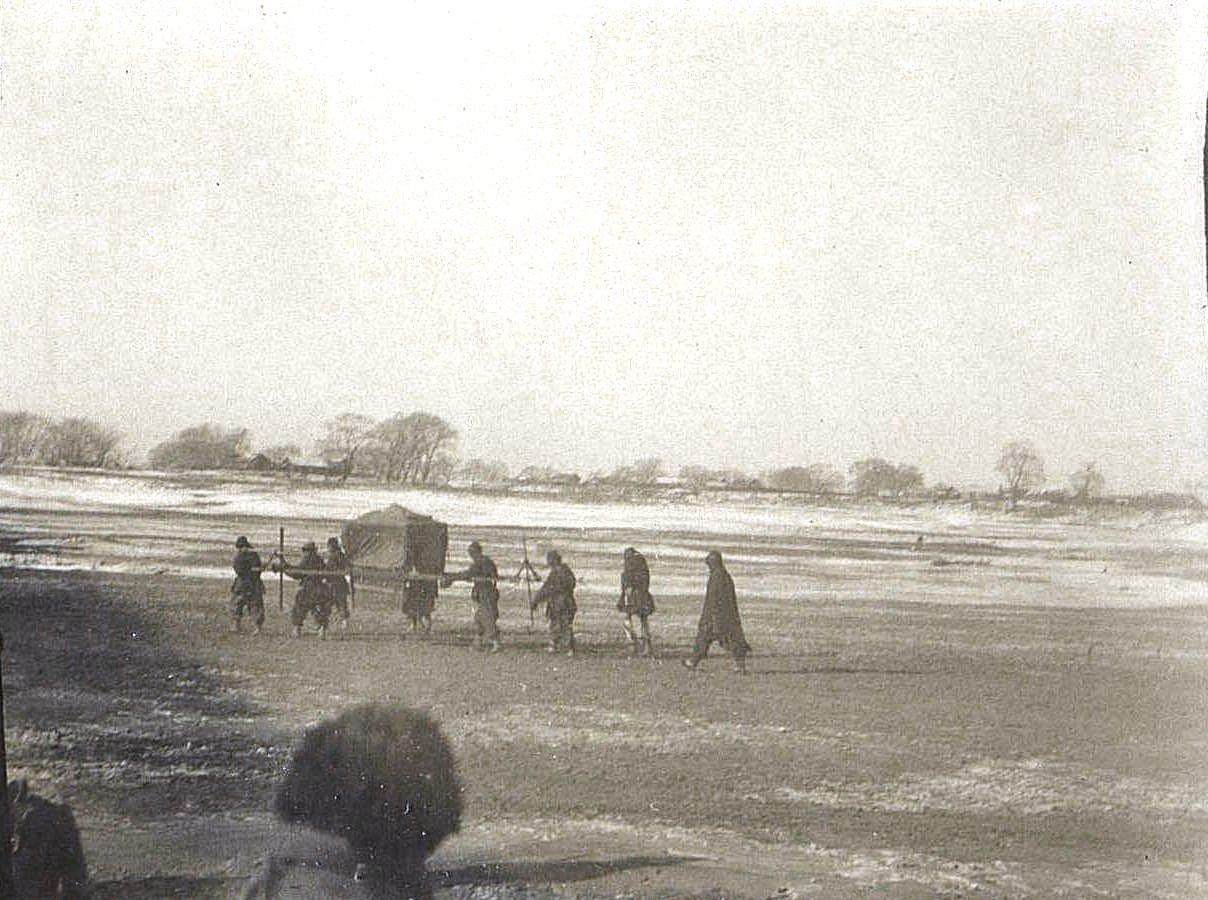 17. Китайский паланкин с фудутуном (наместником). Город Силан-Хэ. Ноябрь 1900