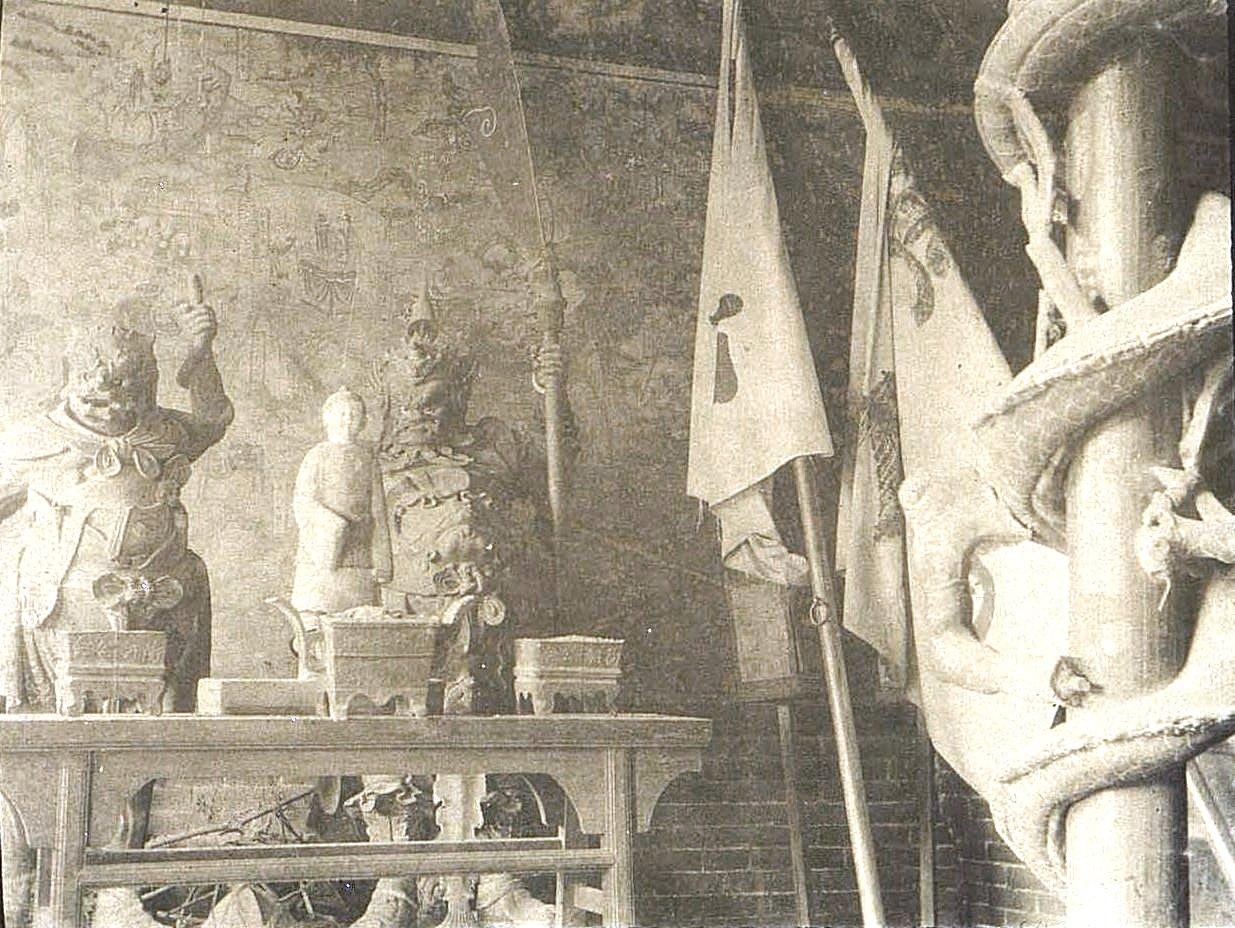 09. Город Талад-Жоу. «Внутренность кумирни». Ноябрь 1900
