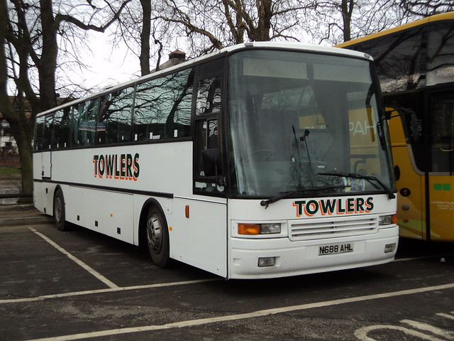 Towlers Coaches of Wisbeach N688AHL