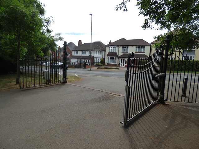 Back to the Warley Woods - gates to Lightwoods Hill